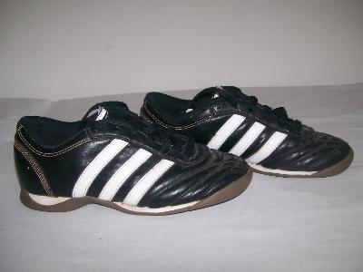 Sportovní obuv dětská ADIDAS  (sálovky) - č.33