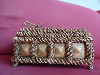 Zajímavá, cca 120 let stará šperkovnice, velice hezký stav, asi ratan