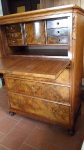 Starožitný sekretář,komoda,psací stůl.
