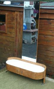 Toaletka se zrcadlem - funkcionalismus - dýha ořech kořenice