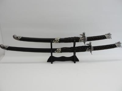 šavle na dřevěném stojánku, samurajský meč 2ks. Replika
