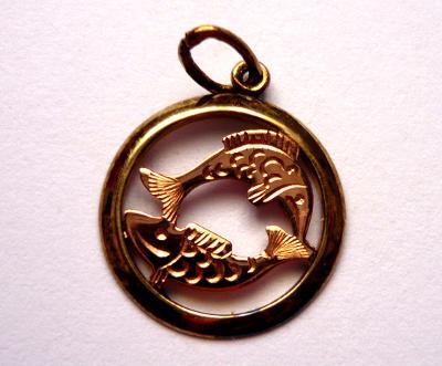 Zlatý přívěšek znamení Ryb