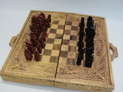 Staré dřevěné vyřezávané šachy, Indonesie