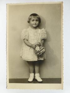 dítě - holčička s košíčkem - FOTO ULRYCH CHRUDIM