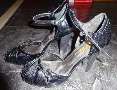černé páskové boty vel 38 SMHI