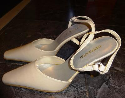 nové smetanové páskové boty vel 38 Givliana