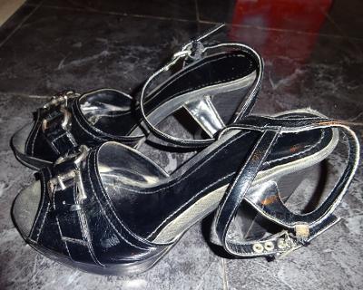 černé páskové boty vel 38