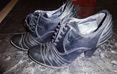 černé kotníkové boty vel 39.Jennifer