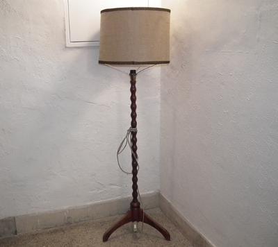 DŘEVĚNÁ PODLAHOVÁ LAMPA
