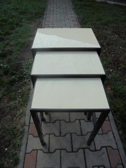Hnízdové stolky J.Halabala  - Starožitnosti