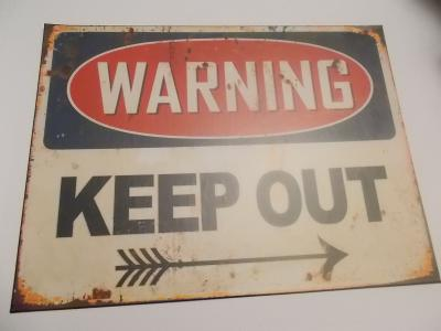 Warning - Keep Out ! Velká varovná cedule proti zlodějům 30x39 cm