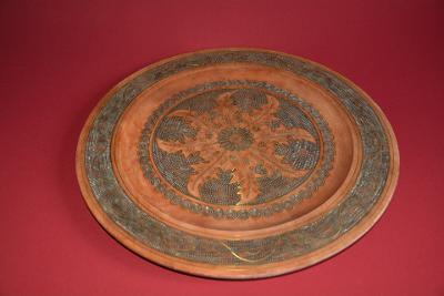 dřevěný nástěnný talíř, intarzovaný - měd, velký