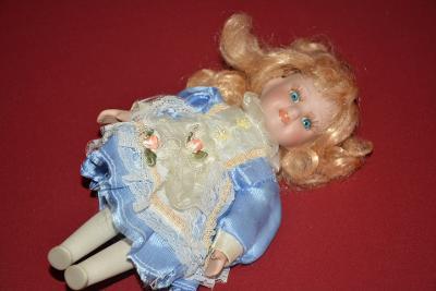 panenka, porcelánová hlava a hožky