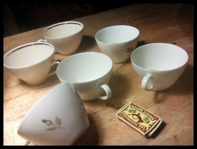 starý porcelán- šálky 829