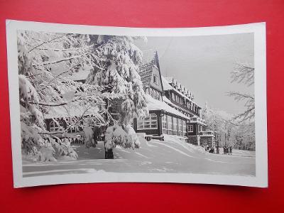 Vsetín Rožnov Radhošť Beskydy Pustevny Tanečnica hotel v zimě Hitler