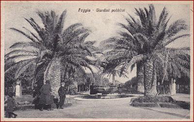 Foggia * Giardini pubblici, park, palmy, kašna, lidé * Itálie * Z1169