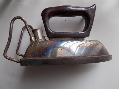 Kov starožitný unikát žehlička značená štítek elektrická stojan  RARE