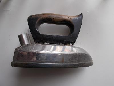 Kov starožitný unikát žehlička značená štítek elektrická chrom  RARE