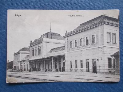 Maďarsko nádraží perón železnice nástupiště koleje Pápa Veszprém Györg