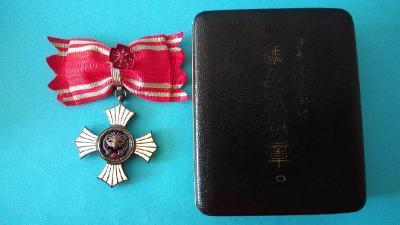 Japonsko Red Cross - stříbrný záslužný kříž - ženský - komplet (NE-37)