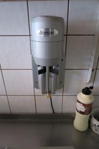Nástěnný mixér na frappé