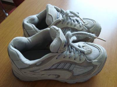 Zachovalé botasky Vel 33