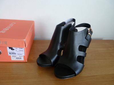 Boty Baťa vel.41, kožené, páskové , vysoký podpatek i podrážka