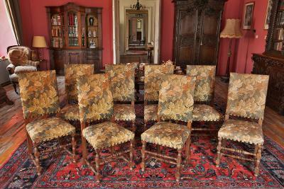 8 židlí z masivního dubu s gobelínem