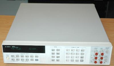 Agilent 3458A 8 a 1/2 místný digitální multimetr