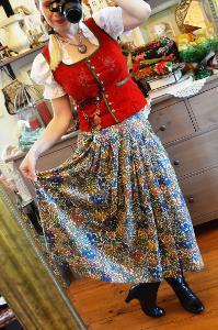 Dobová sukně... barvy přírodní..
