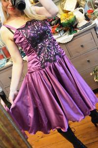 Společenské překrásné šaty šeříkové