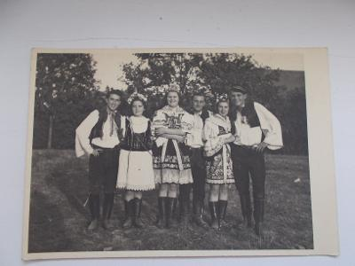 Hodonín Kyjov Kroj žena muž skupina družina foto