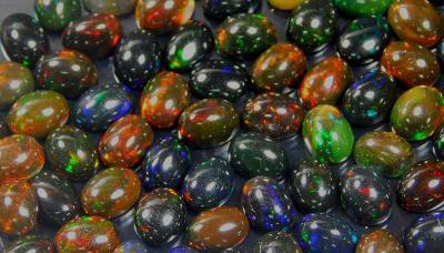 Etiopský černý opál, cca 6x4x2 mm, cena za 1 ks