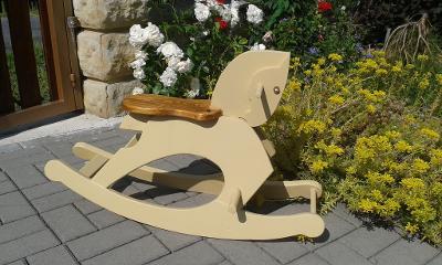 Dětský dřevěný houpací koník