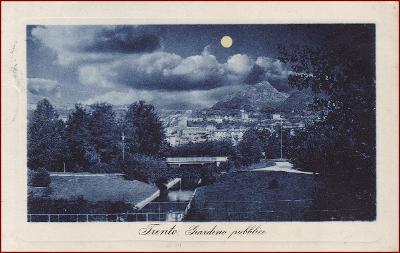 Trento * Giardini Pubblici, noční pohled * Itálie * Z1511