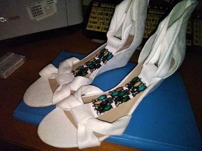 Dámské bílé sandále na klínku vel.40