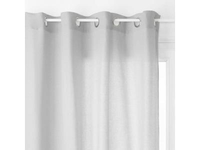 Okenní závěs v jemném odstínu šedé, pevná látka
