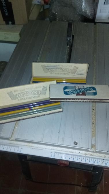 Staré original krabičky i s tužkami