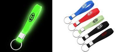 KIA - svítící silikonový přívěšek na klíče 5 barev