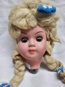 Hlava panenky s blondatýma vláskama (93)