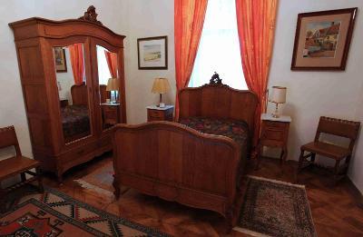 Masivní dubová ložnice Ludvík XV z konce 19. století