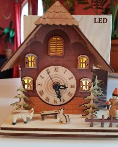 Hodiny vánoční svítící LED 20x18,5x13 cm