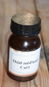 Oxid měďnatý   - váha i s obalem 210 g