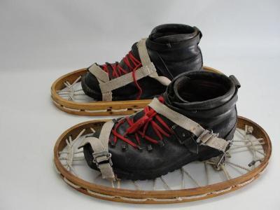 Velmi staré dřevěné sněžnice a kožené boty, Rakousko