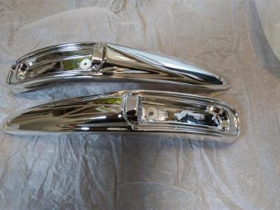 spodní části předních blikačů Škoda 1000mb