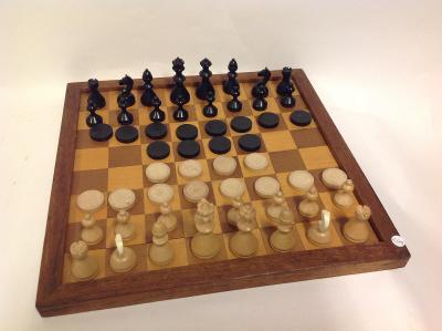 Šachy s šachovnicí i s dámou