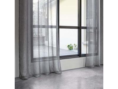 Tenký okenní závěs šedá - připravený závěs na očka