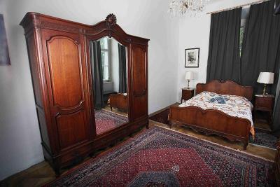Dubová ložnice Ludvík XV s velkou postelí