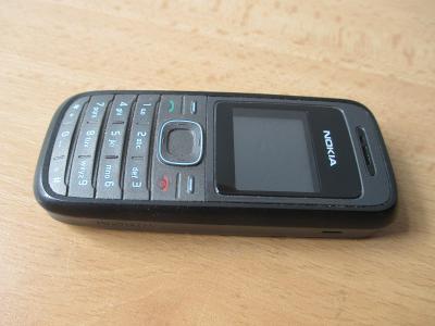 Starý velmi zachovalý mobilní telefon do sbírky - foto v textu