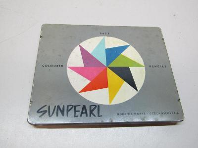 Staré pastelky s kovovou krabičkou Sunpearl /uvnitř neznačené pastelky